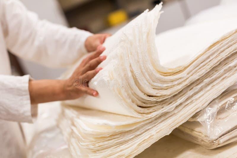 Die traditionelle Papierherstellung lizenzfreies stockbild