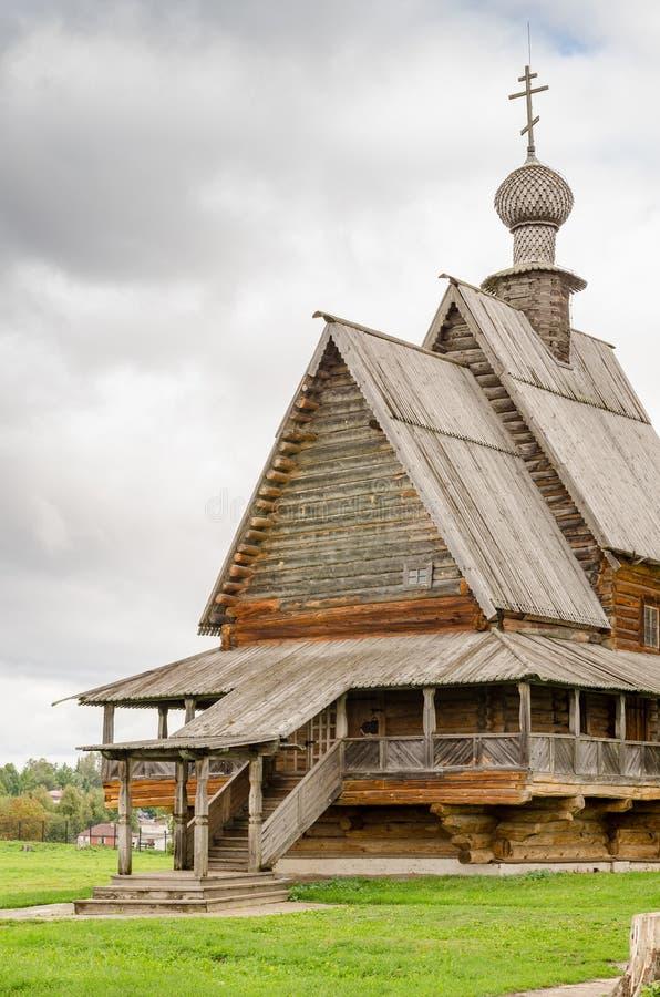 Die traditionelle russische hölzerne Kirche in der alten Stadt von Suzdal, Russland lizenzfreies stockfoto