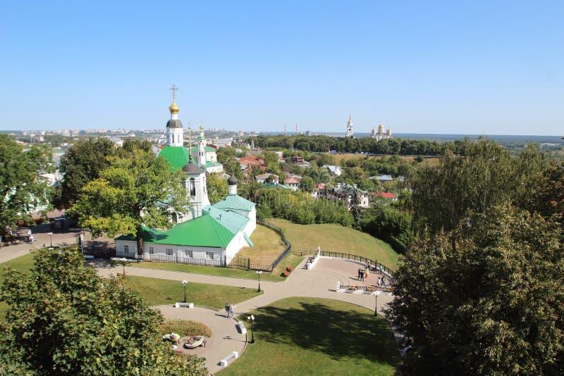 Die Transfigurations-Kirche und die Ansicht der Vladimir-Stadt, Russland lizenzfreie stockfotos