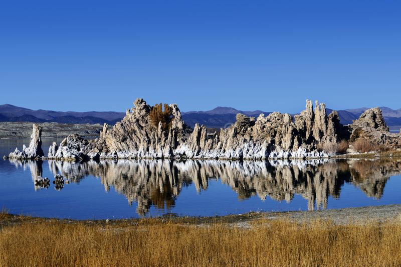 Die Tufa-Formationen Mono Lake, Kalifornien lizenzfreie stockfotos
