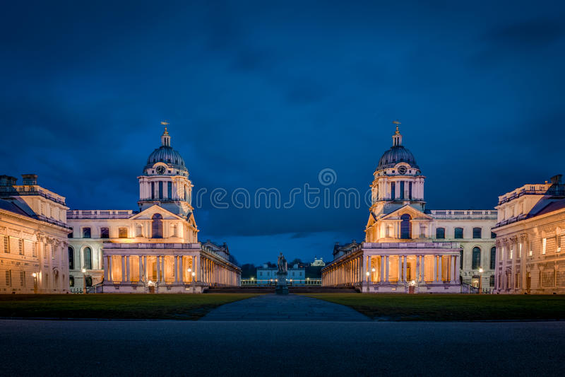 Die Universität von Greenwich nachts lizenzfreie stockfotos