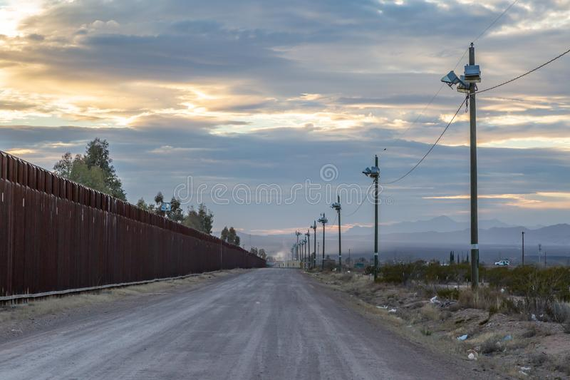 Die Uns-Mexiko-Grenze lizenzfreies stockbild