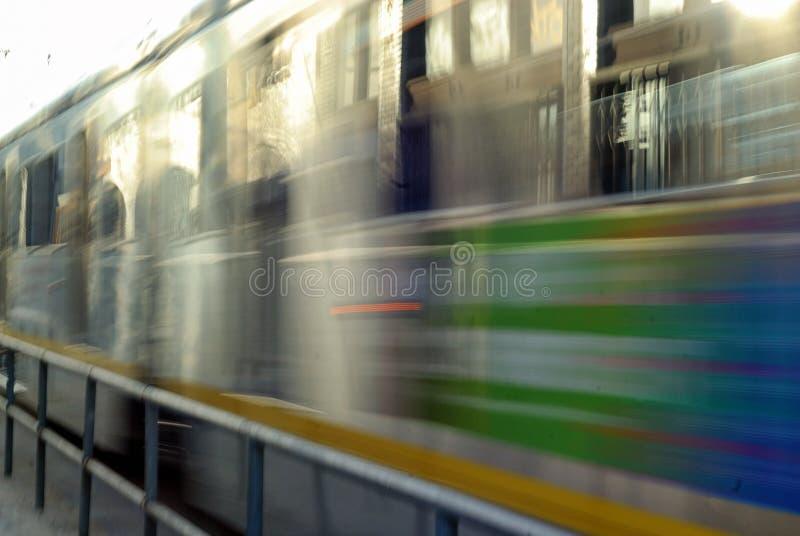 Die Unschärfe der Seite eines Zugvorbeifliegens lizenzfreie stockfotografie