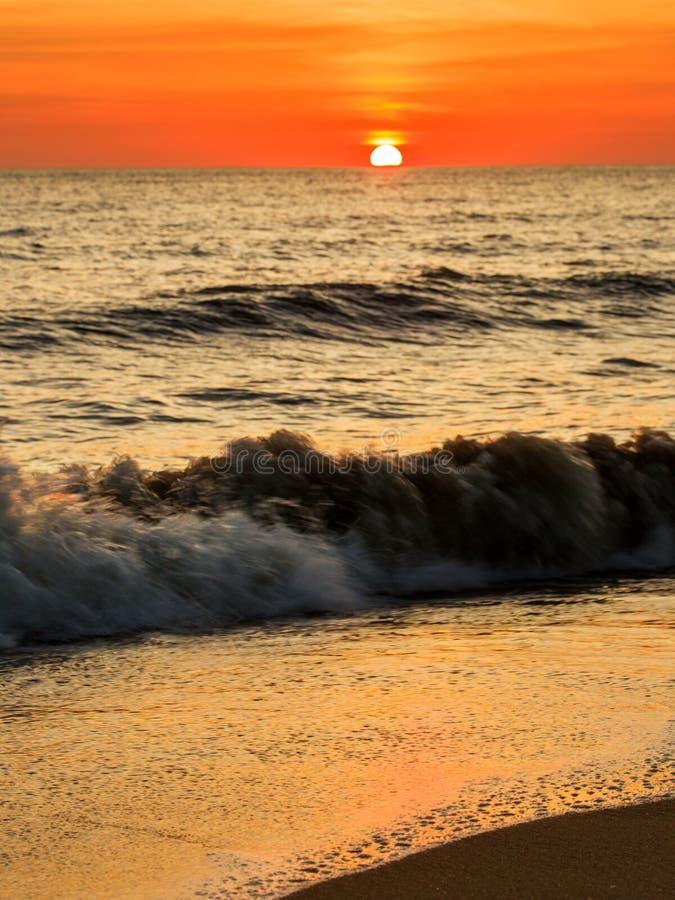 Die untergehende Sonne lizenzfreies stockfoto