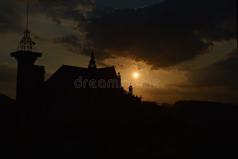 Die untergehende Sonne von Paris stockfoto