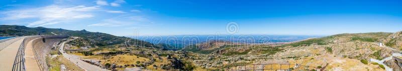 Die Verdammung in den Bergen, im See und in der Stra?e Portugal, estrela Serra DA stockbild