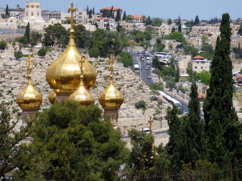 Die vergoldeten Hauben der Russisch-Orthodoxen Kirche von St. Mary Magd lizenzfreies stockbild
