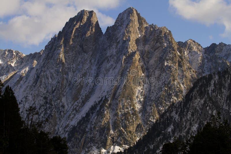 Download Die verzauberten Berge stockbild. Bild von meditate, kalt - 27733243