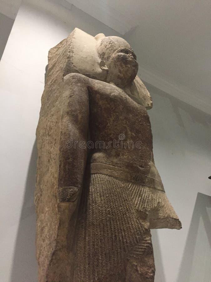 Die vierte Statue Dynastiengründer Königs Sneferu lizenzfreie stockbilder