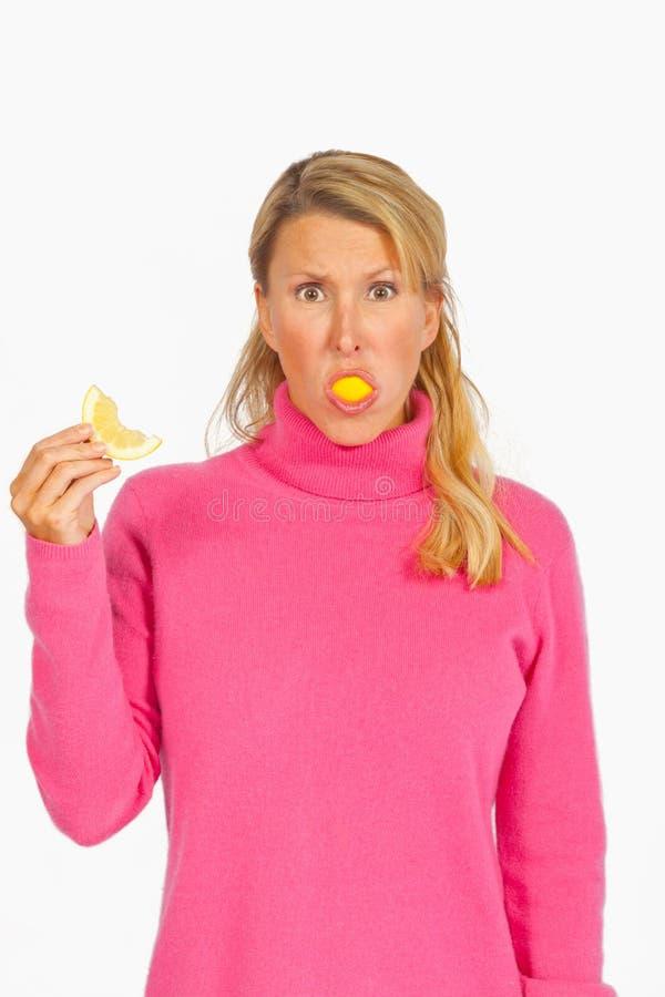 Die vollständige Zitrone stockfotos