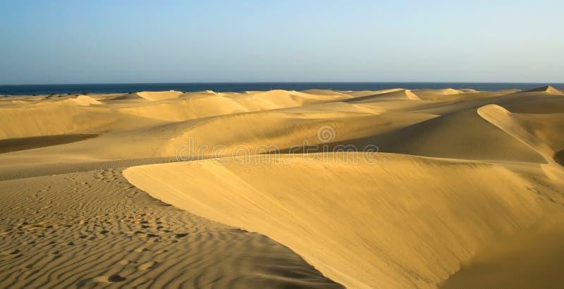 Die Wüste in Gran Canaria mit mit Wellenmuster lizenzfreie stockfotografie