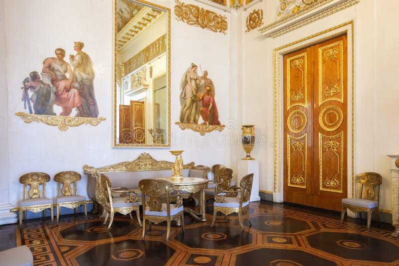 Die Weiß-columned Halle im Zustands-russischen Museum, ehemaliges Mikh stockfotografie