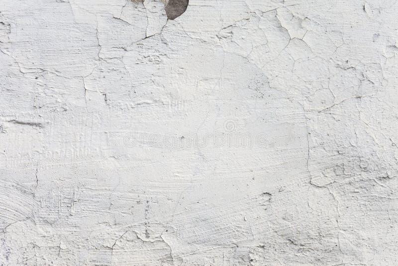 Die weiße Betonmauer des Schmutzes - herausgestelltes konkretes stockfotos
