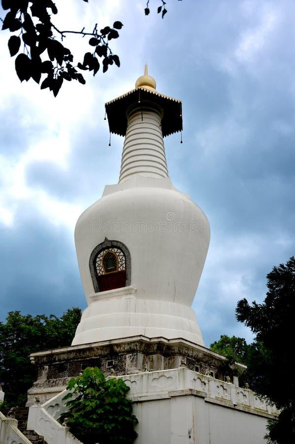 Die weiße Pagode in Yangzhou stockfotos