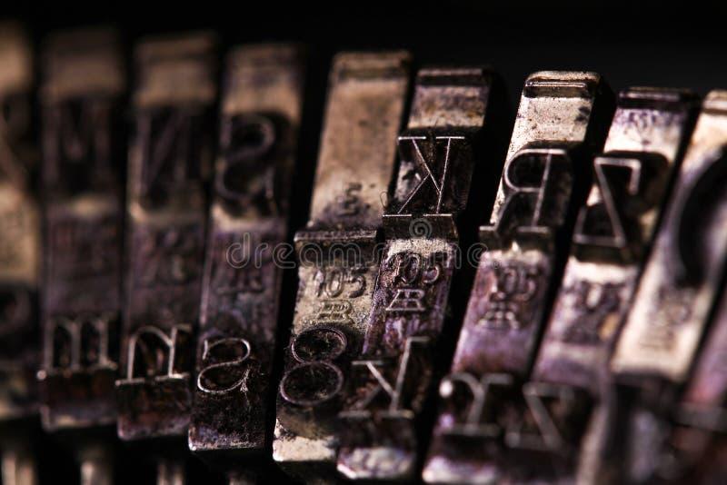 Die Weinlese-Schreibmaschine etwas Charakter- oder Buchstabemakroart lizenzfreie stockfotografie