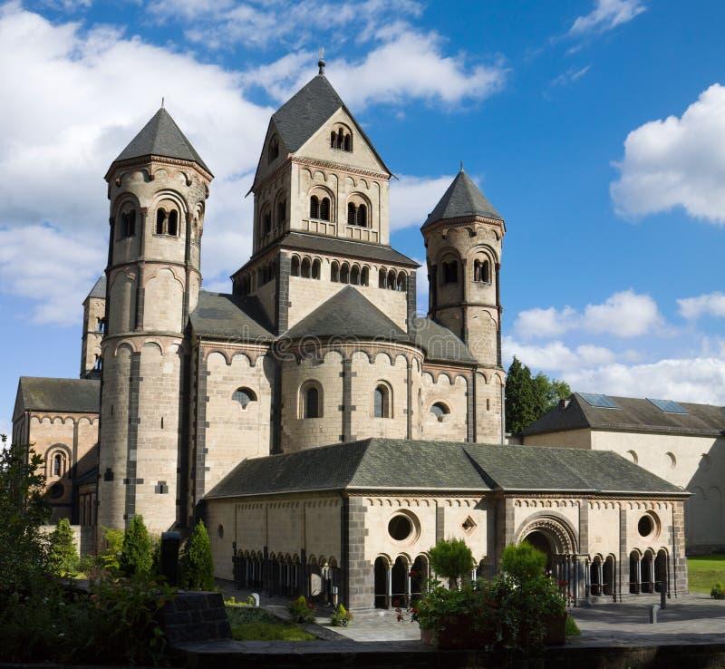 Die Westfassade von Maria Laach-Abtei in Deutschland lizenzfreies stockfoto