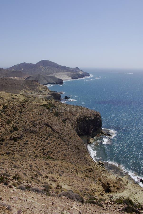Die wilde Küstenlinie von Cabo der Gata, in Andalusien stockfotos