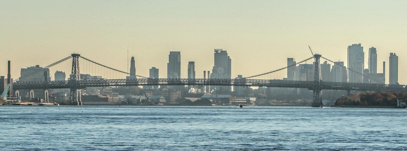 Die Williamsburg-Brücke, New York City lizenzfreie stockbilder
