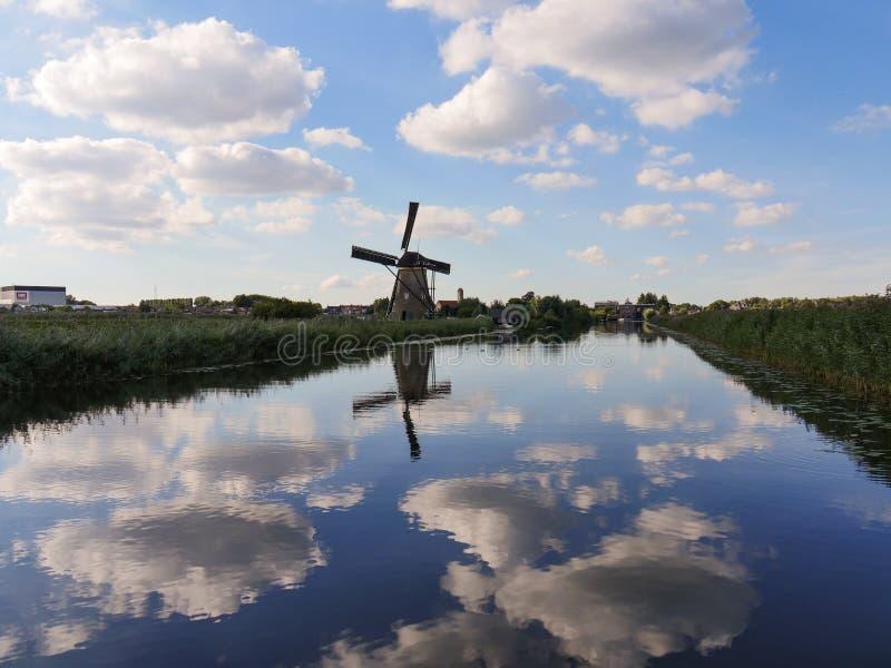 Die Windmühle lizenzfreie stockfotografie