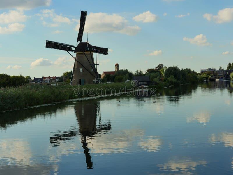 Die Windmühle stockbild