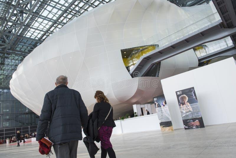 Die Wolke, ein neues Kongresszentrum im Rom, Italien stockbilder
