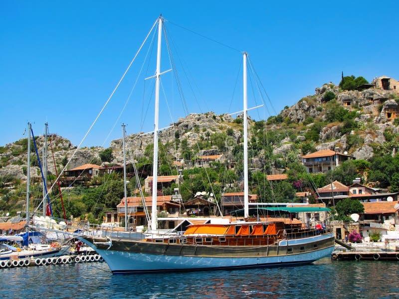 Die Yacht befestigt in Kekova lizenzfreie stockbilder