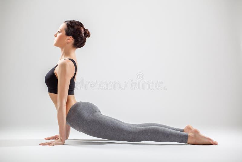 Die Yogafrau lizenzfreie stockbilder