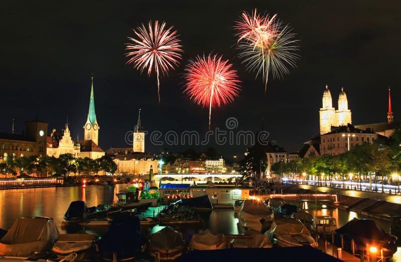 Die Zürich-Stadt-Skyline nachts stockbilder