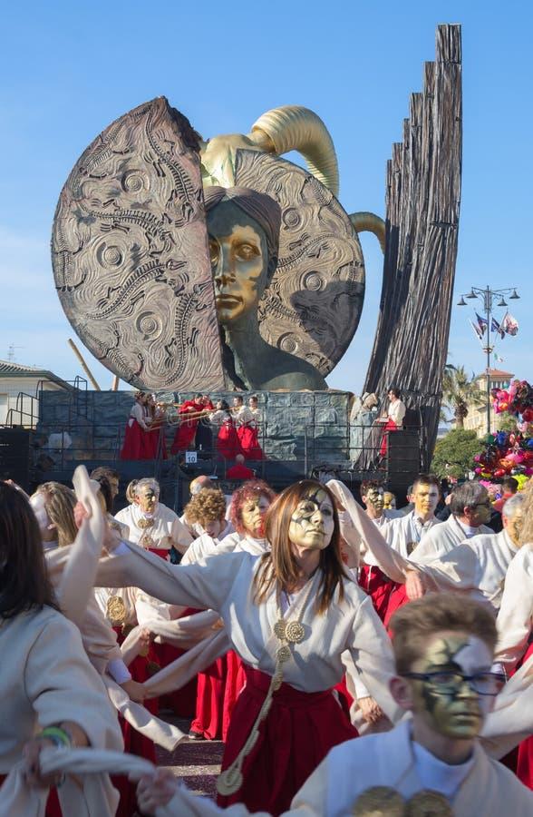 Die Zahlen und der Lastwagen - Medea-, Karneval von Viareggio, Toskana, Italien lizenzfreies stockbild