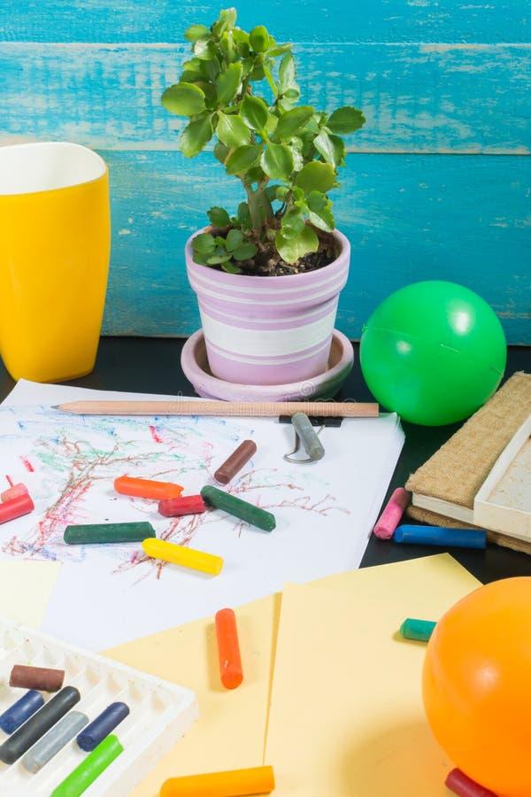 Die Zeit Ihrer Kinder Lernen, Erholung und Künste stockbilder