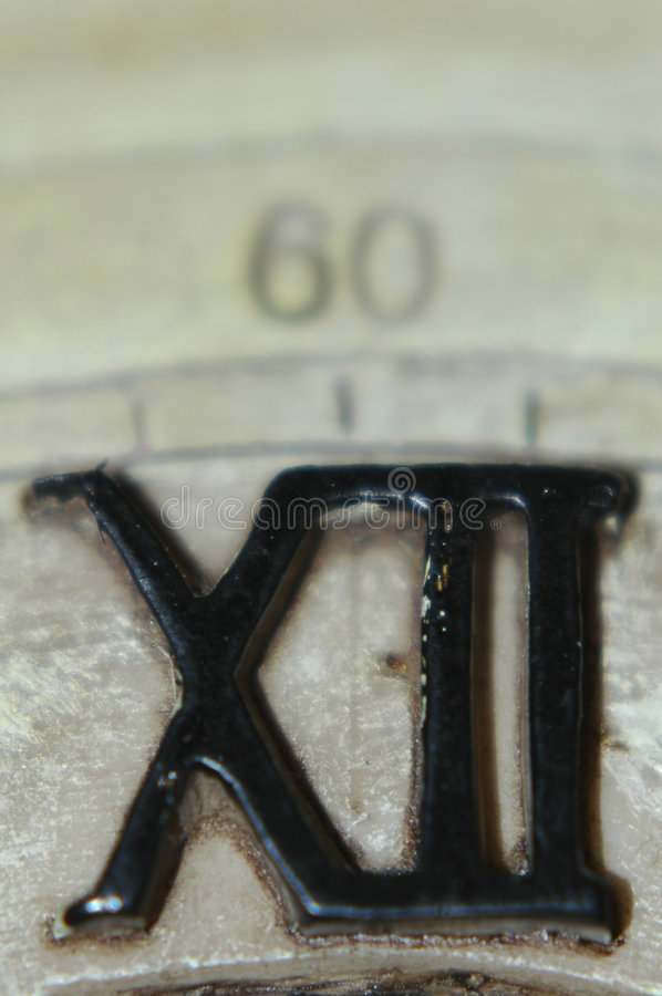 Download Die Zeit ist zwölf Uhr stockfoto. Bild von borduhr, stunden - 39512