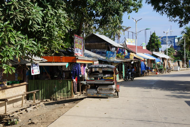 Die zentrale hauptsächlichstraße im Dorf von Sabang auf der Insel von Palawan Philippinen lizenzfreies stockbild