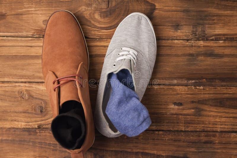Die zufälligen und eleganten Schuhe der Männer stockfoto