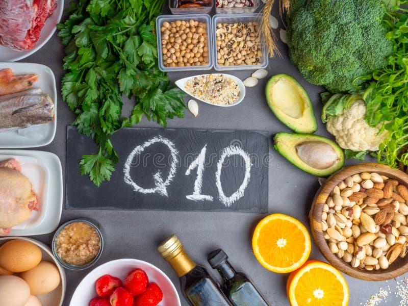 Die Zusammensetzung mit Lebensmitteln enthält das Coenzym Q10, Antioxidans, die Energie in die Zelle, Produkte gegen freie Radika stockfotografie