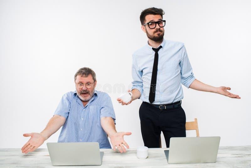Flirten im büro kollegen