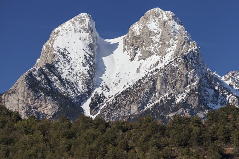 Die zwei Spitzen des Pedraforca stockbilder