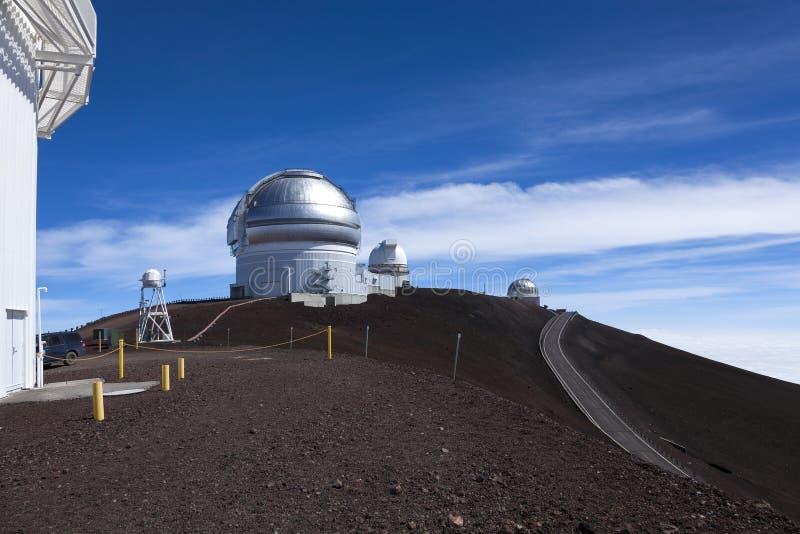 Die Zwillinge und die BRITISCHEN Infrarotbeobachtungsgremien auf dem Mauna Kea volc lizenzfreies stockbild