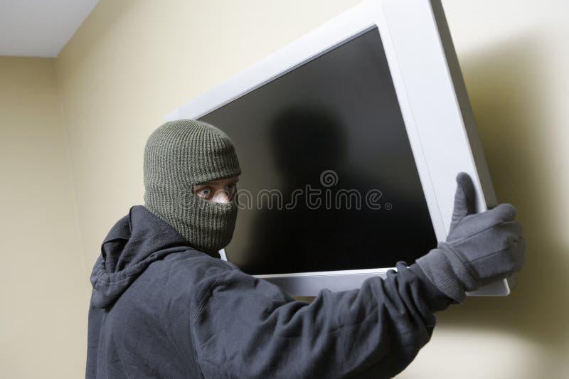 Dieb-Stealing Flat Screen-Fernsehen lizenzfreies stockbild