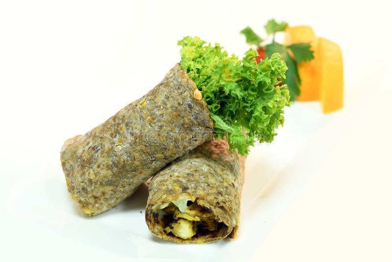 Dieet Hummus met bruin brood & veggies stock fotografie