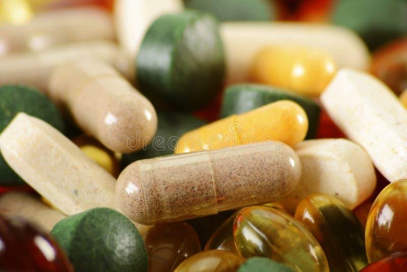 Dieet supplementcapsules en tabletten stock foto