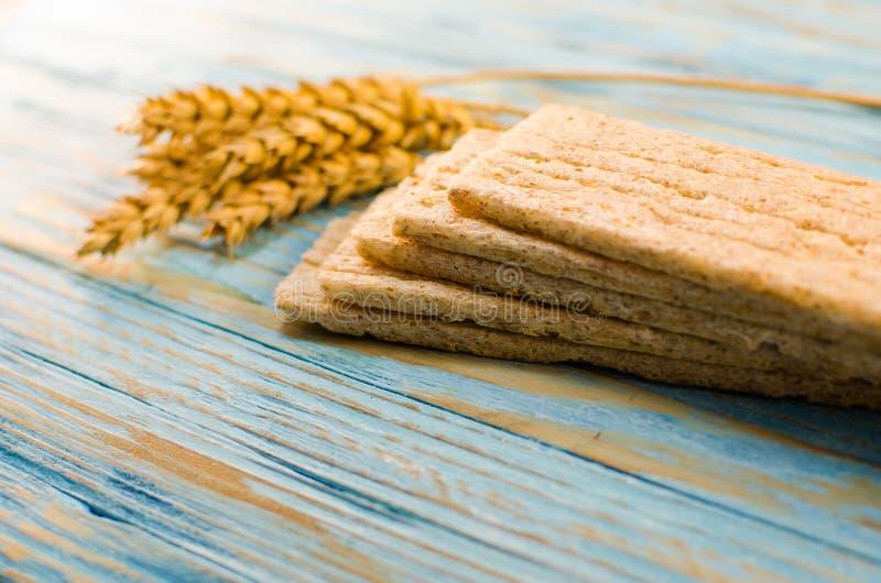 Dieetdiebrood van graangewassen wordt gemaakt royalty-vrije stock fotografie