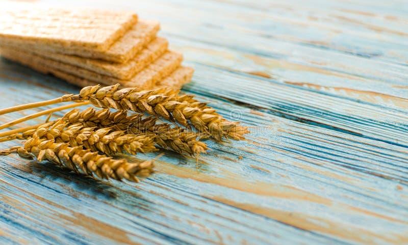 Dieetdiebrood van graangewassen wordt gemaakt royalty-vrije stock afbeelding