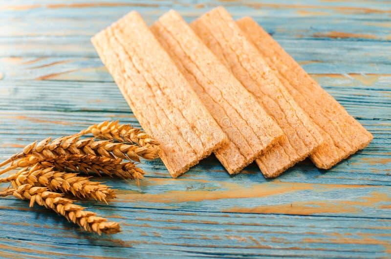 Dieetdiebrood van graangewassen wordt gemaakt royalty-vrije stock afbeeldingen