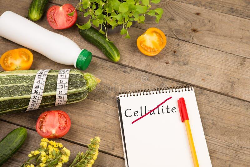 Dieetplan - pompoen, blocnote met tekst & x22; Geen Cellulite& x22; , groenten en het meten van band royalty-vrije stock afbeelding