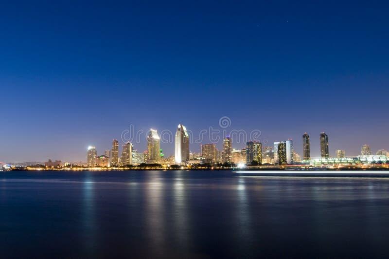 Diego-Skyline nachts lizenzfreies stockbild