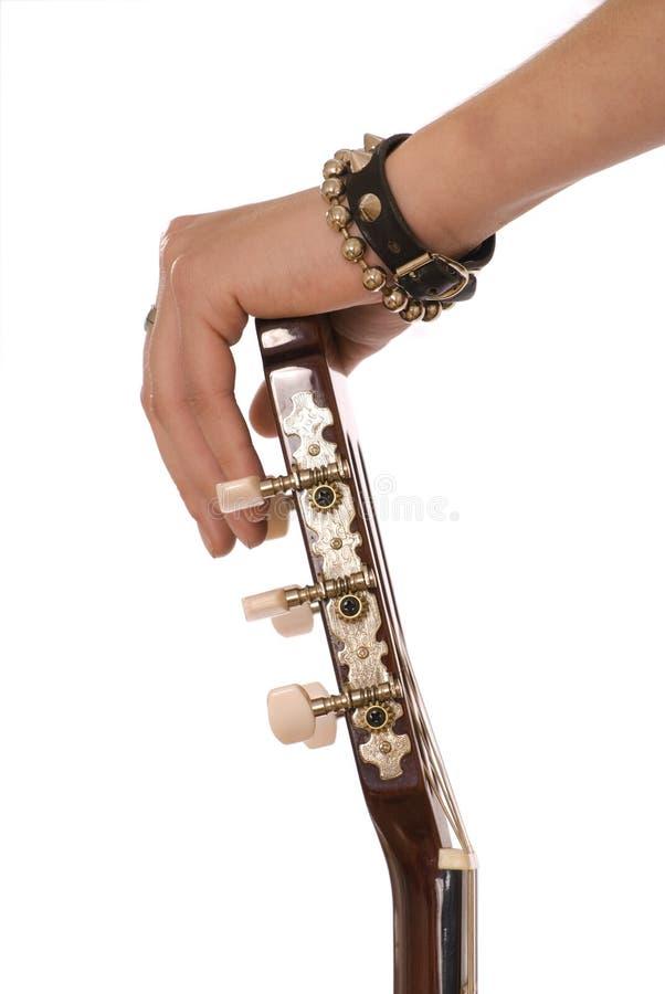 Dien armbanden in houdt een gitaar royalty-vrije stock afbeelding