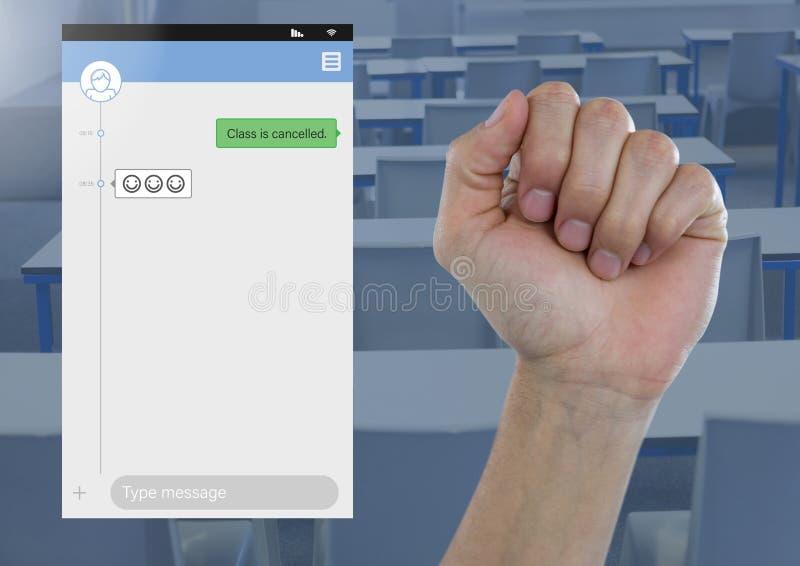 Dien vuist Sociale Media Boodschapper App Interface in studentenklasse in stock afbeeldingen
