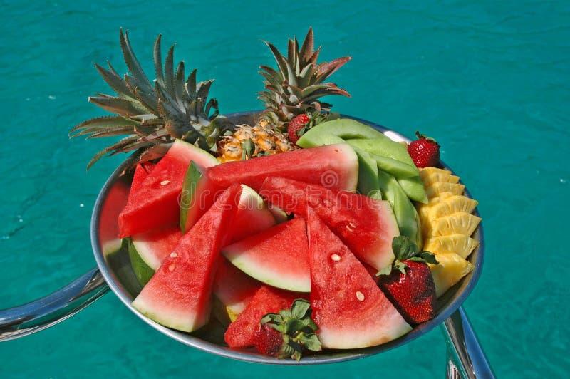 Dienblad van fruit stock afbeelding