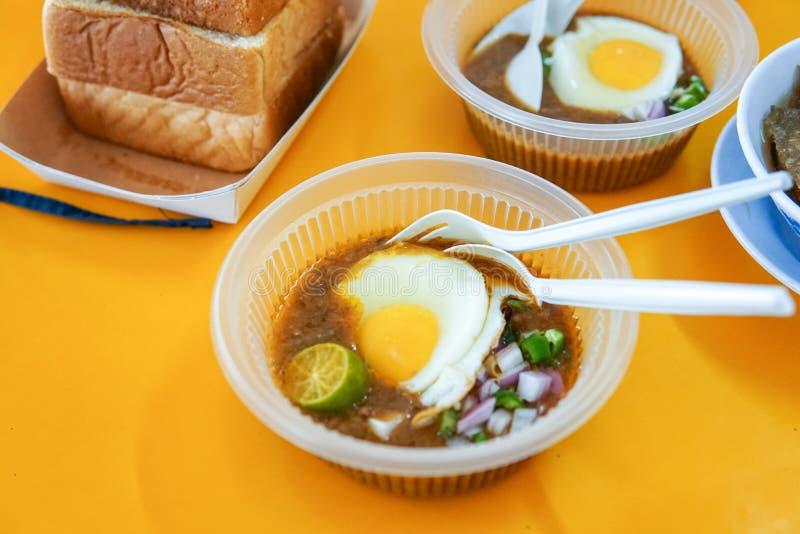 Diende het speciaal gemaakte geroosterde brood met boonsaus met ei, populair in Staat van Johor in Maleisië Genoemd geworden 'kac stock foto's