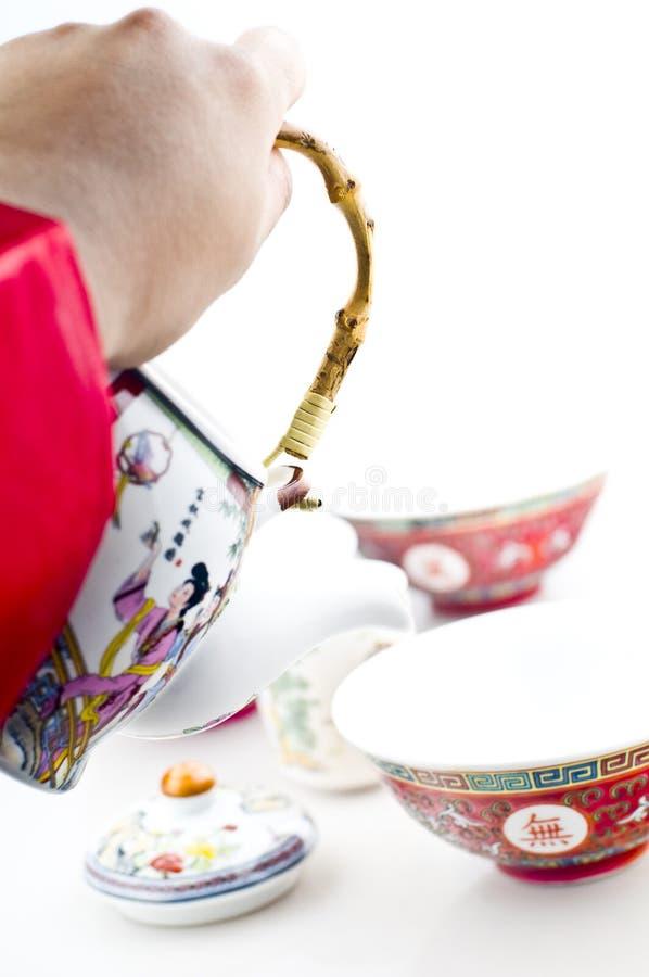 Dienende thee in Chinese potten   stock afbeeldingen
